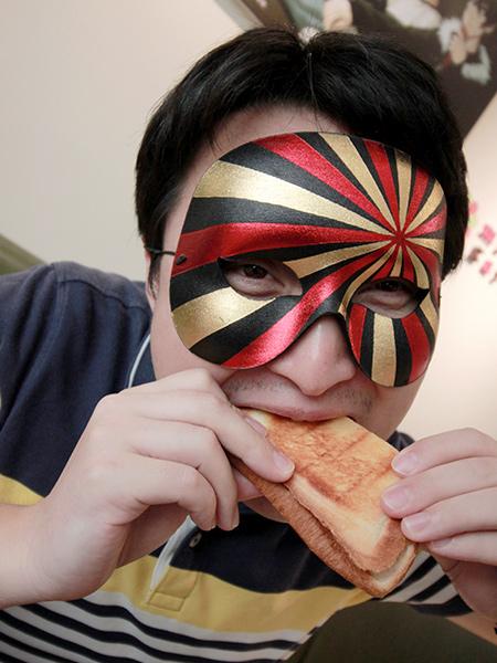 ホットサンドを食べるムー.jpg