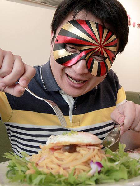 パスタを食べようとするムー.jpg